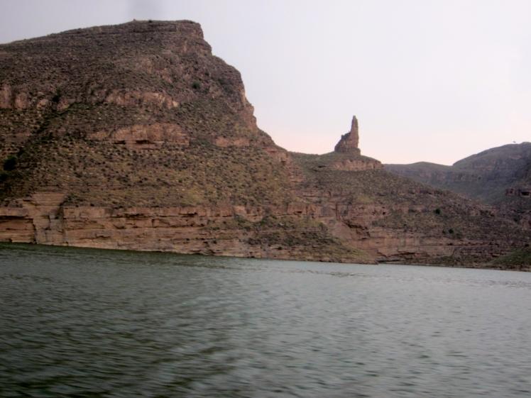 從船上沿河的風景