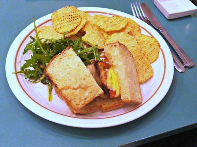 星期五晚餐的三明治填不飽肚子