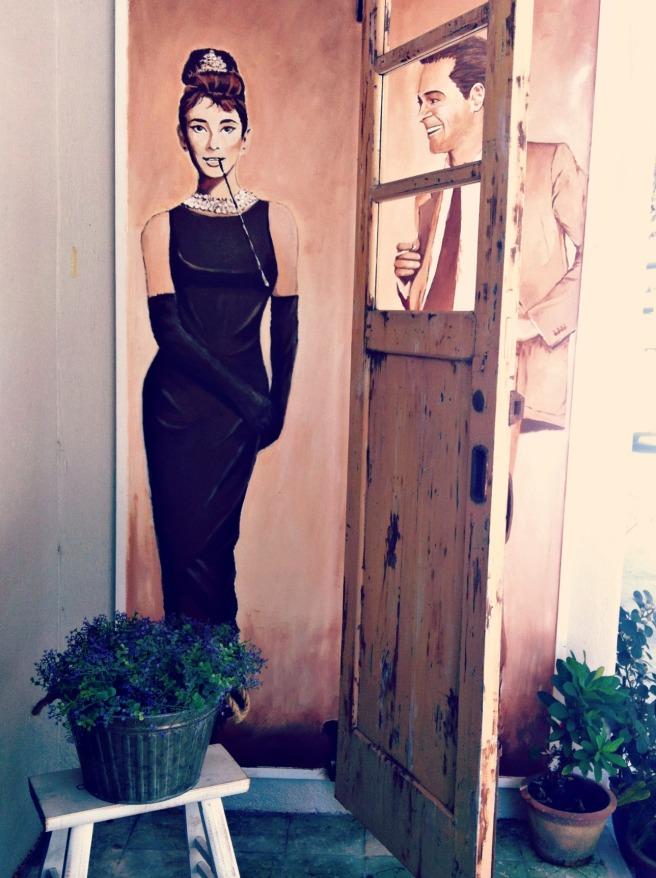 BIBIS 店口的 Audrey Hepburn
